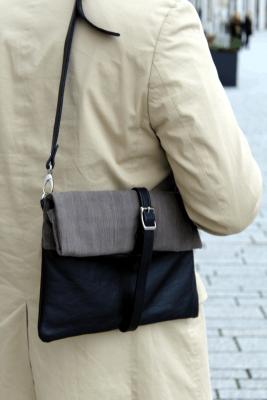 elegante Herrentasche in Grau und Schwarz