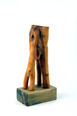 Abhängig - Holzskulptur, Eibe
