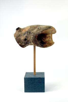 Die Schlange - Holzkulptur, Hirschkolbensumach (Rhus typhina), Sockel aus Naturstein, Gesamthöhe ca. 38 cm