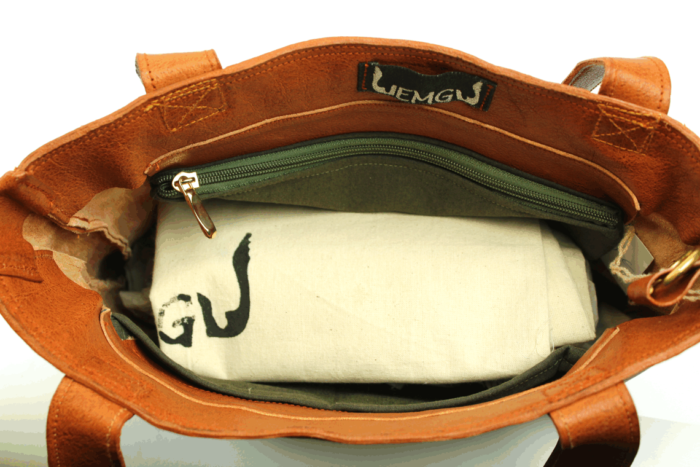 Schultertasche / Shopper aus weichem, vegetabil gegerbtem Rindsleder. wn432 - Blick ins Innere
